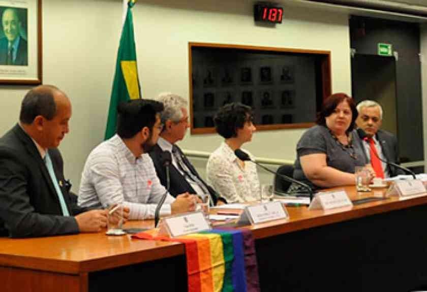 Violência contra estudantes LGBT ganha audiência pública